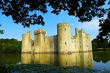 Bodiam Castle, East Sussex, England.jpg