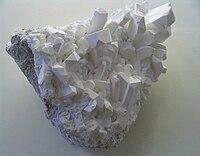200px-Borax_crystals.jpg