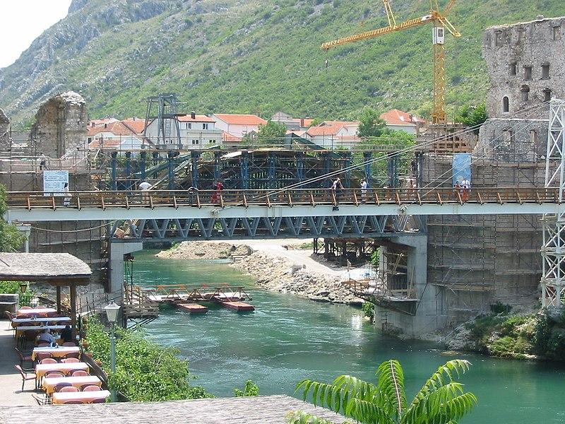 Archivo:Bosnia, Mostar, old bridge 2.JPG