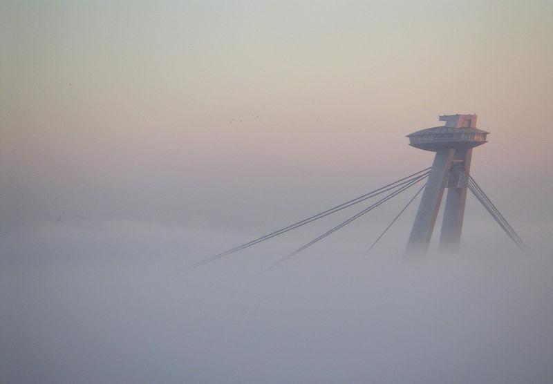File:Bratislava Temperature inversion1 2005-Nov-11.jpg
