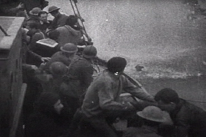 Little Ships of Dunkirk - A British fishing boat picks up troops off the coast of Dunkirk.