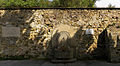 Brunnen an der Burgummauerung am Leopoldsberg.jpg