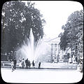 Brussels Park -Non-Irish unknown- fountain, with onlookers (26067536673).jpg