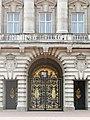 Buckingham Palace (28666343404).jpg