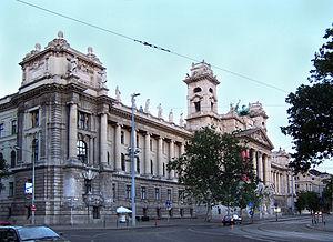 Kossuth tér - Museum of Ethnography