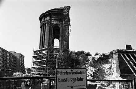 The ruins of the Frauenkirche in 1991 Bundesarchiv B 145 Bild-F088675-0031, Dresden, Ruine der Frauenkirche.jpg