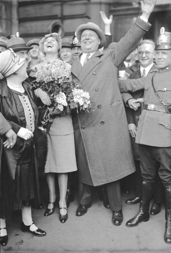 Black and white photo of Emil Jannings arriving in Berlin, May 1929.