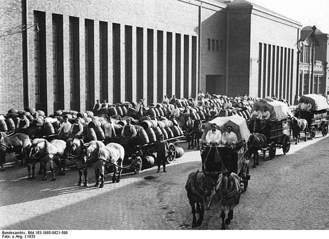 Datei:Bundesarchiv Bild 183-1985-0621-500, Berlin, Fuhrwerke der Kindl-Brauerei.jpg