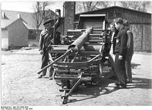 Bundesarchiv Bild 183-24435-0001, Einweisung in einen Kartoffelvollernter.jpg