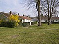 Bungalows at Geldeston - geograph.org.uk - 982361.jpg