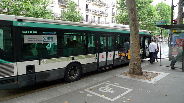 An accessible bus stop in Paris.