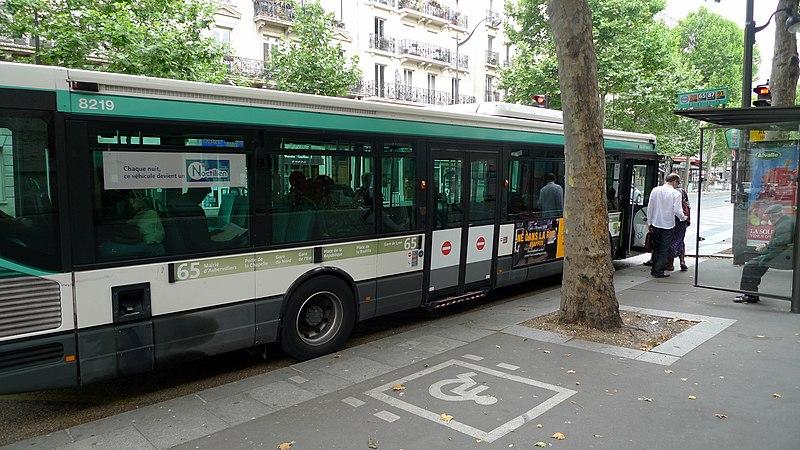File:Bus RATP accessible handicapé (PARIS, FR75).jpg