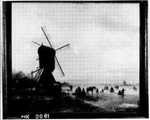 Windmolen aan een bevroren waterweg met schaatsers
