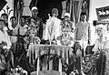 COLLECTIE TROPENMUSEUM Een bruidspaar uit Palembang en Banjuasin Zuid-Sumatra TMnr 10002985.jpg