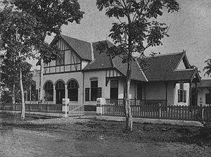 Pieter Adriaan Jacobus Moojen - Image: COLLECTIE TROPENMUSEUM Villa in Bandoeng gebouwd door architectenbureau Biezeveld en Moojen T Mnr 60032273