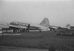 Pesawat DC-3 milik maskapai penerbangan Skyways International di ...