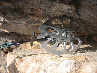 Spring-loaded camming device - Use of a cam in a large crack
