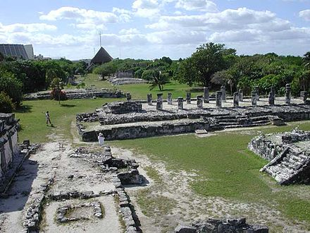 El Rey archaeological site CancunRuins2002.jpg