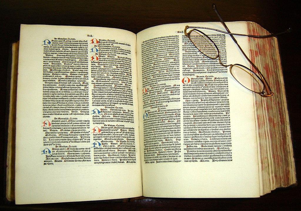 نسخهای از کتاب قانون ابن سینا به زبان لاتین، چاپ ۱۴۸۴ میلادی در مخزن کتب نفیس کتابخانه مرکز علوم درمانی دانشگاه تکزاس در سنآنتونیو