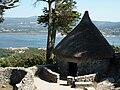 Casa reconstruida do castro de Santa Tegra.jpg