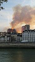 Cathédrale Notre-Dame de Paris, Incendie 15 avril 2019 20h06.49.jpg