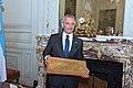 Ceremonia de entrega al VGM Alejandro Gorzelany de varios objetos de la guerra de 1982 (01).jpg