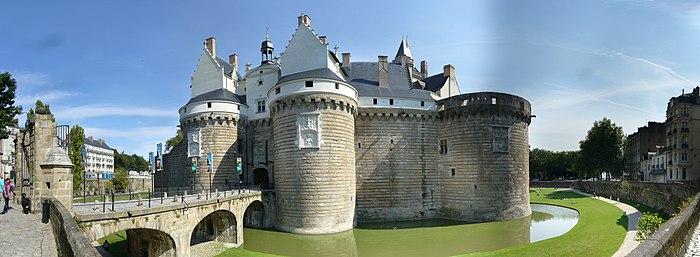 Votre ville !  - Page 2 700px-ChateauDesDucsDeBretagne20090906