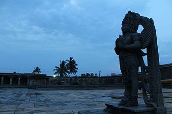Chenna kesava temple garuda idol.jpg