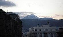 Le sommet du Puy de Dôme depuis la place Sugny