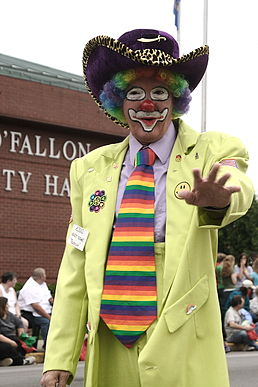 Clown at the 2006 Mayfest Parade (O'Fallon, Illinois).jpg