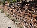 Cmentarz w Brwinowie - ogrodzenie 02.jpg