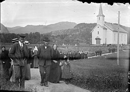Congregation leaving Askvoll church.jpg