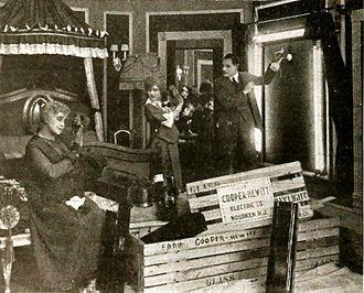 Peter Cooper Hewitt - Cooper Hewitt lights used in film production (1916).