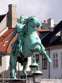Copenhagen statue of Absalon 1.jpg