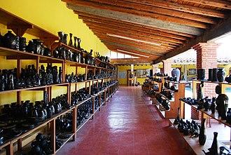 Doña Rosa - Doña Rosa's family's workshop and store in San Bartolo Coyotepec