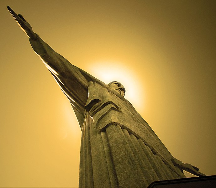 File:Cristo Redentor viewed from the base.jpg