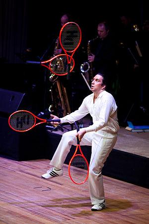 Juggling - Juggling four racquets, Daniel Hochsteiner