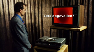 """De Wereld Draait Door - A person with a laserdisc player and a television. This image was used in De Wereld Draait Door to end the part """"De Televisie Draait Door"""""""