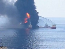 Файл:Deepwater Horizon fire seen by US Coast Guard helicopter.ogv