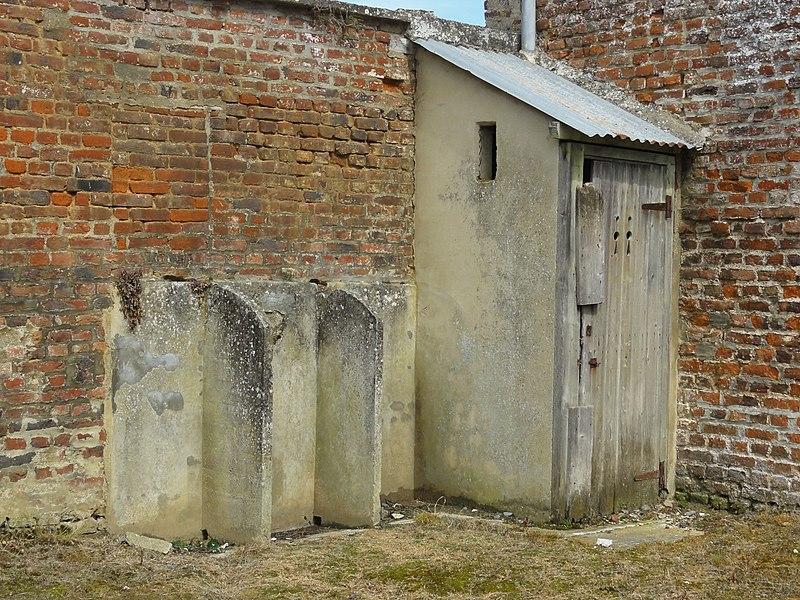 Dercy (Aisne) WC public