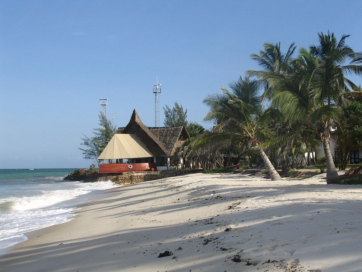 1200px Diani Beach towards the south next to the Indian Ocean Beach Club hotel near Mombasa%2C Coast Province%2C Kenya - How To Get From Mombasa Airport To Diani Beach