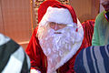 Die!!! Weihnachtsfeier 2013, 323 Bevor die Kinder wieder nach Hause gingen, sprachen sie mit dem Weihnachtsmann und erhielten dann tütenweise Geschenke von seinen Helfern.jpg