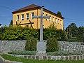 Dobrá Voda (okres Žďár nad Sázavou) - kříž u školy.jpg