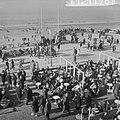 Drukte in de strandpaviljoens te Zandvoort, Bestanddeelnr 912-1178.jpg