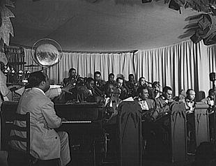 L'orchestra di Duke Ellington alla Hurricane Ballroom.