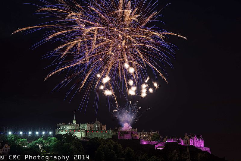File:Edinburgh Fireworks (14882217373).jpg