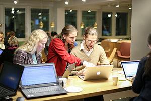 sata naista sihteeriopisto finland