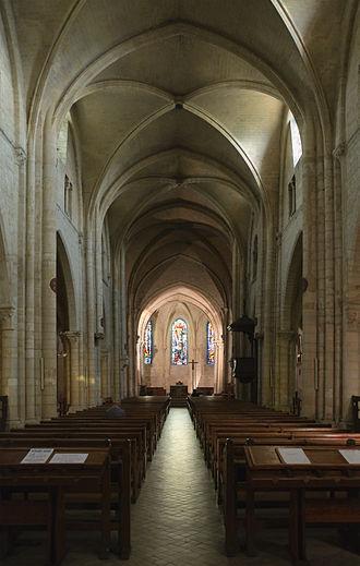 Church of Saint-Pierre de Montmartre - The nave of Saint-Pierre de Montmartre was restored in the 19th century