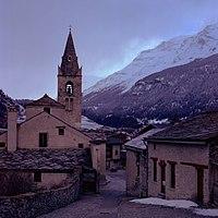 Eglise Saint Michel de Lanslevillard.jpg