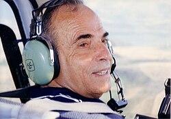 Eli Eliezri in a helicopter in Sarajevo in 1992.jpg